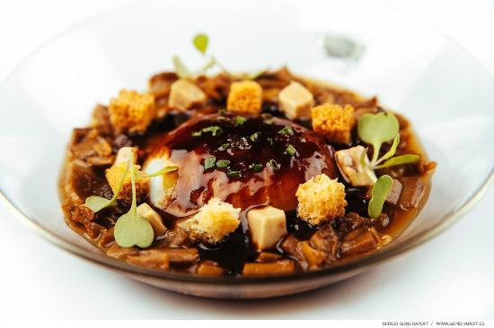 Restaurante Bar La Tropical : Huevo de corral a baja temperatura, setas estofadas, foie y jugo de ternera