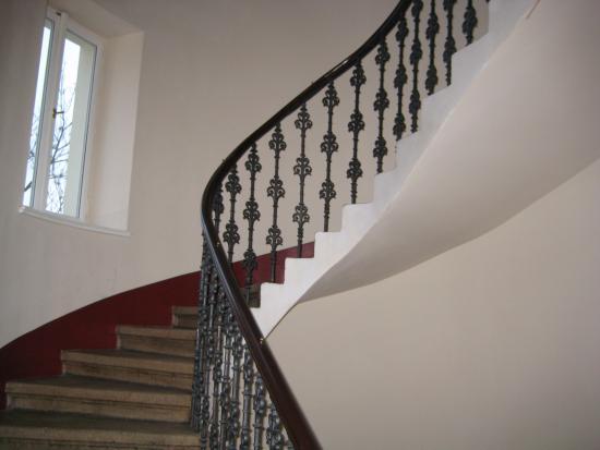 Hotel Trevi: Лестница достаточно крутая, но есть и лифт
