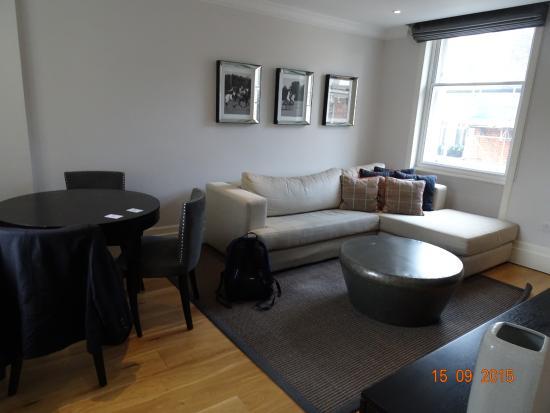 Go Native Mayfair: lounge - 1bed. premium apt.