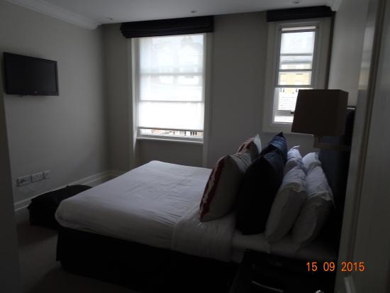 Go Native Mayfair: sep. bedroom #9