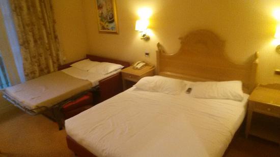 Chambre double classique - Picture of Gardaland Hotel, Castelnuovo ...