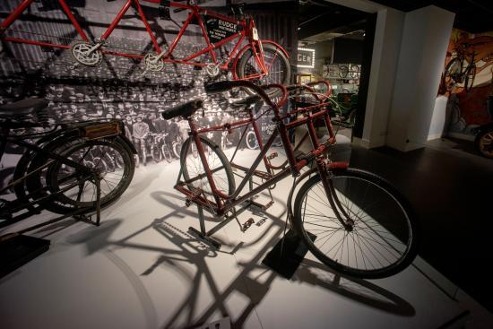 Coventry, UK: Bi-cycle