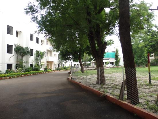 MTDC Holiday Resort: Lawn of Hotel