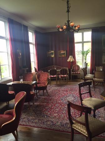 Toftaholm Herrgard Hotel : Kaffet tas i salongen