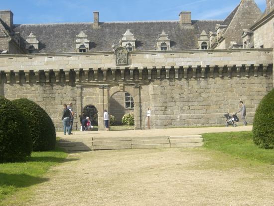 Chateau de Kergroadez: Entrée principale