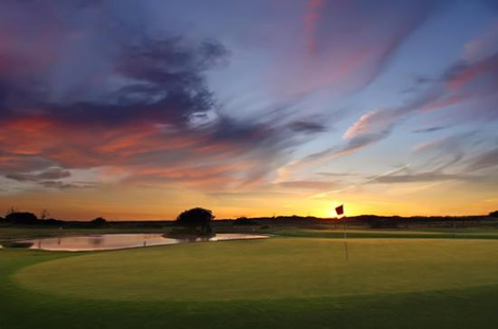 Tramore Golf Club: Sunset over 4th Hole on Newtown