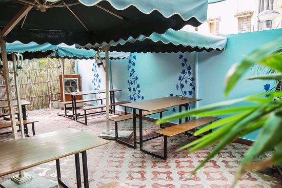 Chaisa: The outside seating