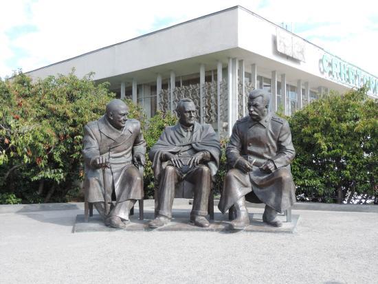 Monument Yaltinskoi Troike
