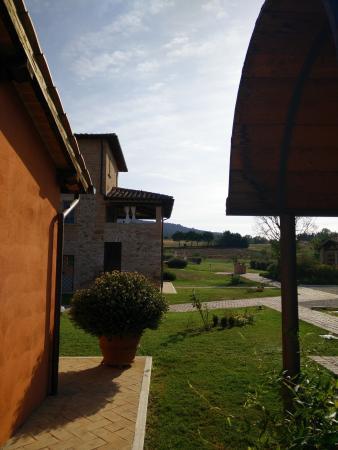 Anna Boccali Resort: Vista dalla mia camera verso la piscina.