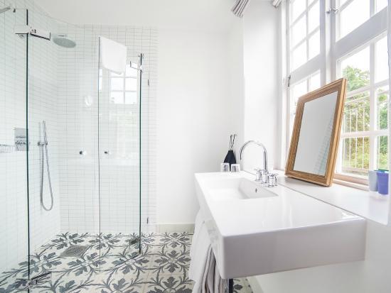 Gorvalns Slott: The bathroom of a Grand Deluxe room of Görvälns Slott