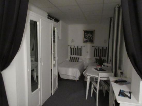 Le Chalet Hotel : Chambre n°8 les lits simples