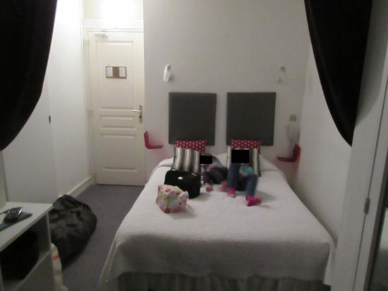 Le Chalet Hotel : Chambre n°8 le lit double