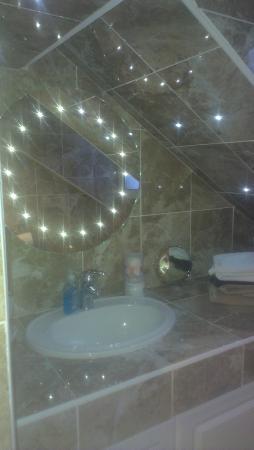Villa Guest House: shared bathroom