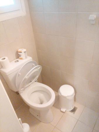 Manto Hotel: トイレの紙はBOXへ