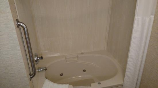 Comfort Inn: Jacuzzi Tub
