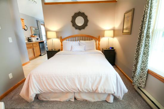 Graystone Cottages: Lavendar Bedroom