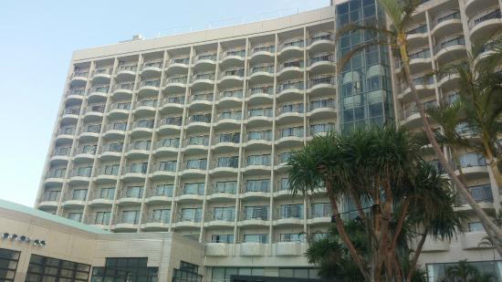 Loisir Hotel Naha: 라운지에서 올려다본 호텔