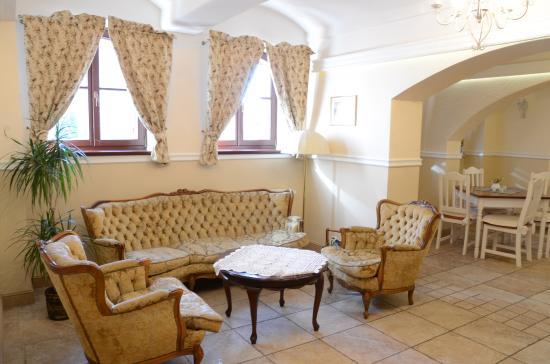 Ketrzyn, Polonya: Restauracja Kardamon, stylowy kącik wypoczynkowy