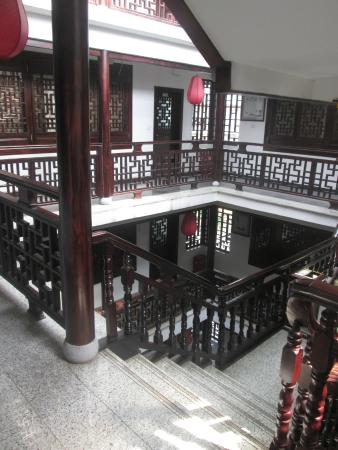 Hanpudun Holiday Hotel Yangshuo West Street: stairwell to rooms
