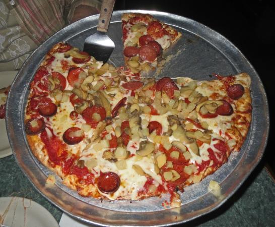Green Lantern Lounge: Pizza