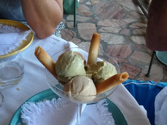 Santa Caterina Hotel: Scrumptious dessert