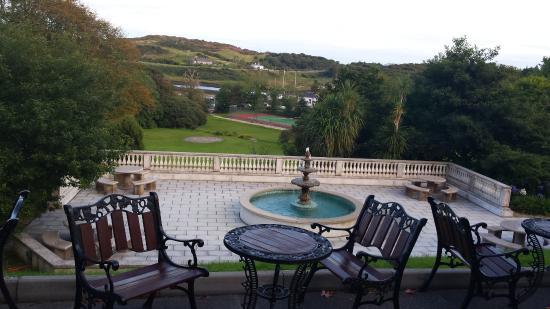 Abbeyglen Castle Hotel : Beautiful waterfountain
