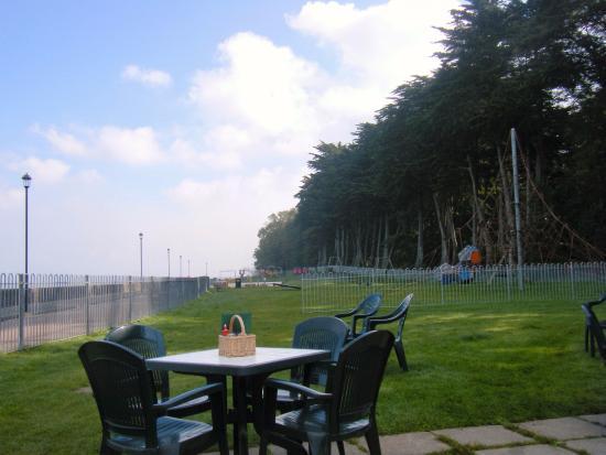 Shoreside Cafe: looking towards paddling pool