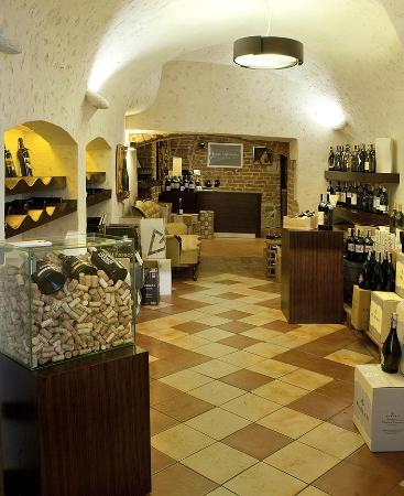 Sklep z winem - Picture of Vintage Restauracja & Winiarnia Wine Bar, Krakow - TripAdvisor