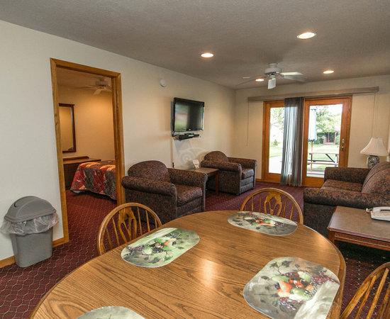 Lake Bluff Inn And Suites 74 ̶1̶1̶0̶ Prices Amp Hotel