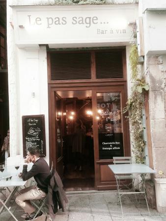 Le Pas Sage Bar a Vin