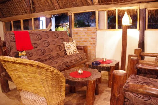 L Oasis Lodge and Restaurant Hotel: Lounge