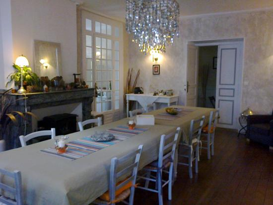 Boulogne-sur-Gesse, Francia: Salle du petit déjeuner
