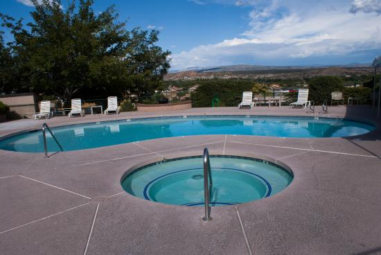 View Motel: The outdoor pool