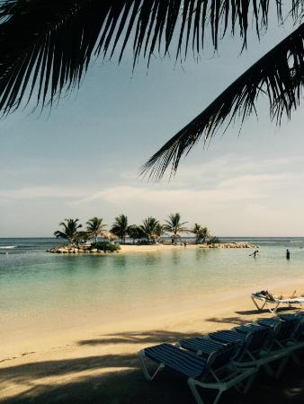 Holiday Inn Resort - views of the beach and island