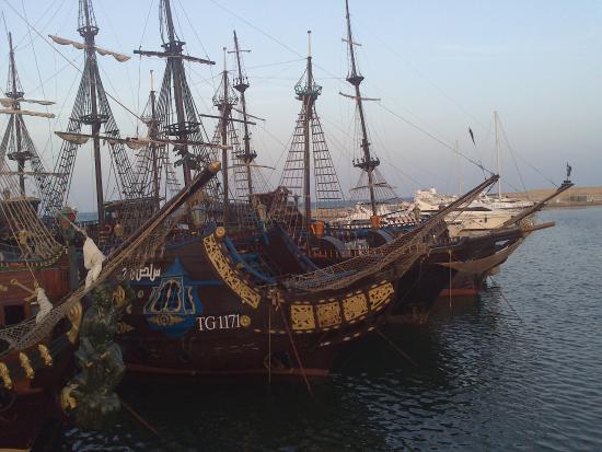 Yasmin Hammamet: Bateaux pirates