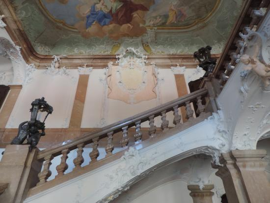 Neue bischöfliche Residenz: Closer up view of ceiling while ascending the staircase