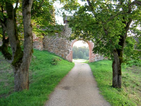Karksi, Estonia: вход в замок