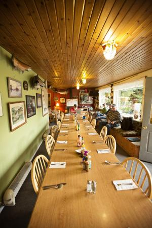 Baranof Wilderness Lodge : The communal dining table - amazing!