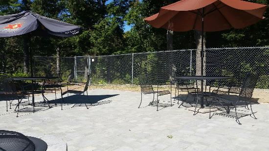 New Boston, Nueva Hampshire: Outdoor sitting area