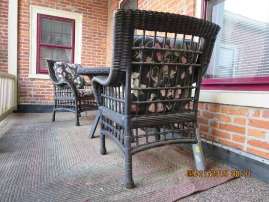 Strasburg Village Inn: Note pvc patch on left leg of chair