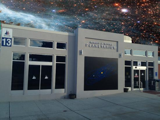 ‪The Robert J. Novins Planetarium‬