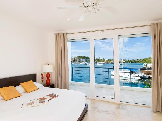 Coral Beach Club Villas & Marina : Bedroom Marina View Townhouse