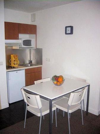 City Residence Chelles: cocina