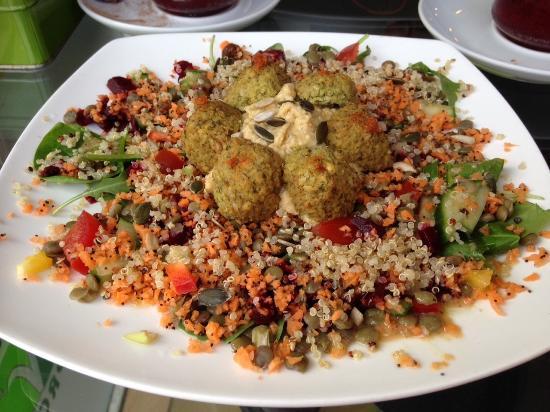 The Organic Coffee House: Amazing falafel vegan salad