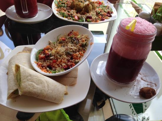 The Organic Coffee House: Wrap, salad and mixed berry smoothie