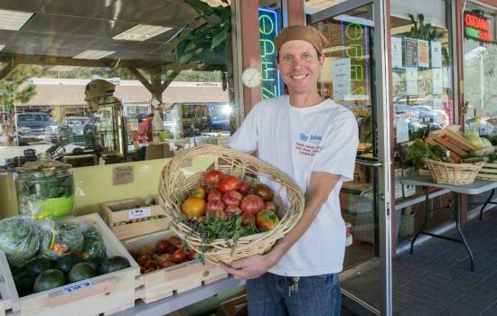 Idyllwild, Californië: Michael at Saturday Farmers Market at Sky Island Natural Foods