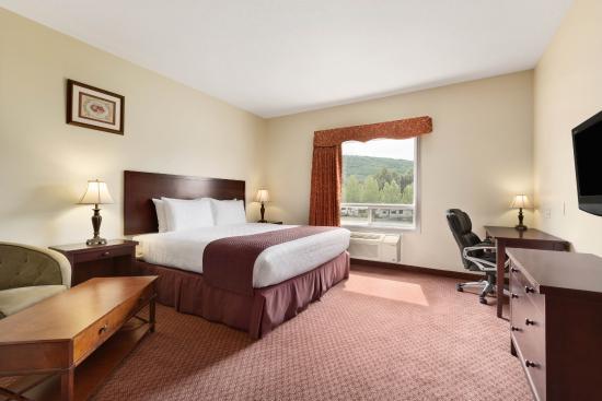 Days Inn Chetwynd : King bed Room