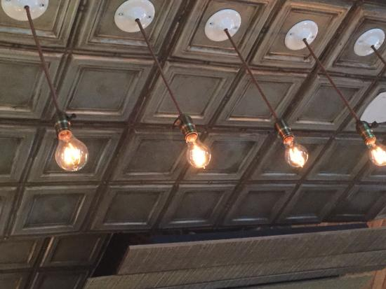 Tin Roof Bistro: Tin Ceiling and lights