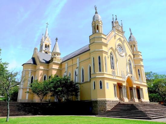 Igreja Matriz Sao Joao Batista e Santuario de Nossa Senhora Aparecida