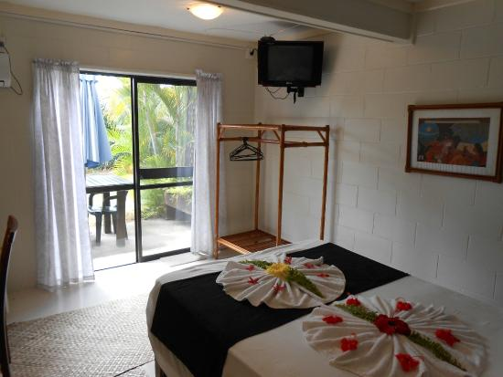 Samoan Outrigger Hotel: Room with ensuite and AC